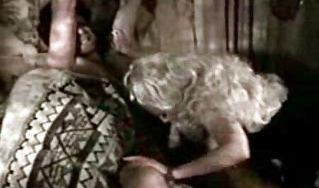 Lány, Hatalmas cicik a kamera ingyen sex videók előtt játszik vibrátor