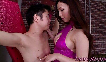 Hármasban élvezi ingyen pirnó a szex játékok