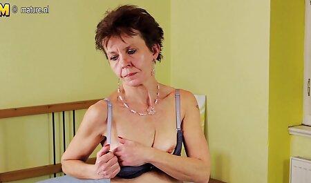 Adj sex film magyarul rózsaszín jázmin dörzsöli a puncija olajjal